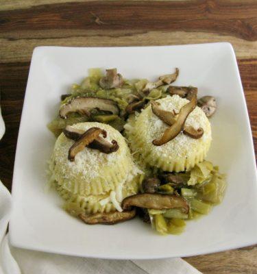 Polenta Cakes w Mushroom Leek Sauce