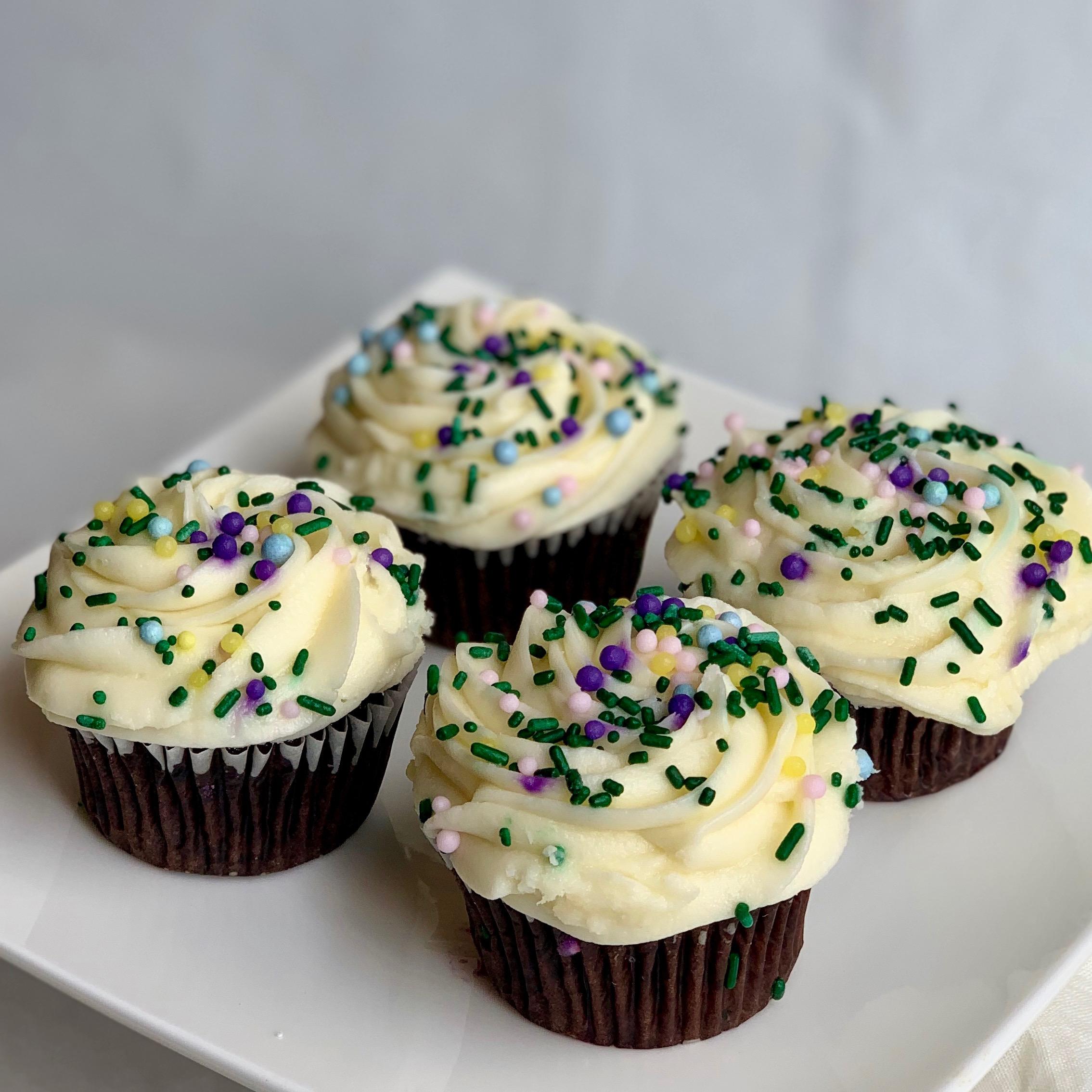 Springtime Black and White Cupcakes