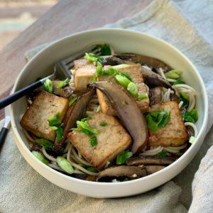 Japanese Organic Noodles w Tofu, Portobello & Scallions