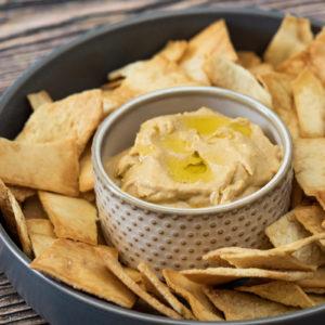 Creamy Hummus with Pita Chips